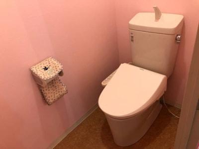 ウォシュレット付きのトイレ - レンタルスタジオPiatto越谷 Piatto越谷駅前店の設備の写真