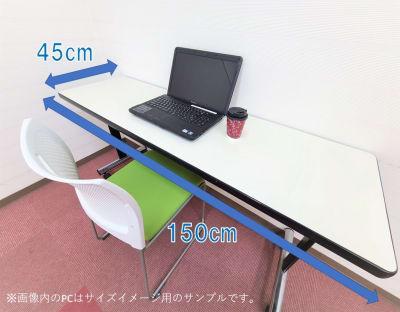 1名様につきテーブル1台と電源タップをご用意いたします。 もちろん Wi-Fi をご利用いただけます。 - ホテルアスティア名古屋栄 テレワーク等シェアスペース Aの室内の写真