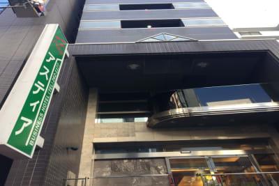 ホテル入口です。 フロントへお進みください。 - ホテルアスティア名古屋栄 テレワーク等シェアスペース Aの外観の写真