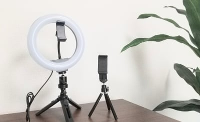 調光調色可能なLEDリングライトとスマートフォン用スタンドをご用意。 - SF京都四条烏丸サテライト SF京都四条烏丸ST/EXEの室内の写真