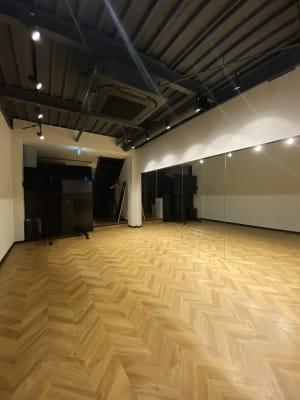 ソーシャルコネクションGYM 期間限定料金!ダンススタジオの室内の写真