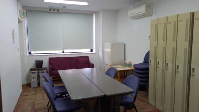 楽屋(8名様くらいまで利用可能) - ハーモニーホール ハーモニーホール(午後枠利用)の室内の写真