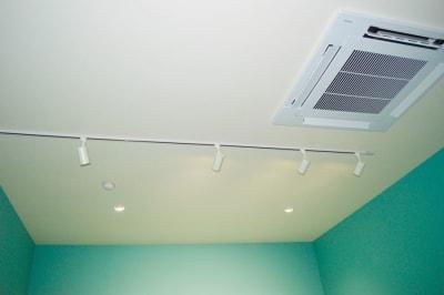 調光ライト完備 - 真和スクエア S-Tube Studioの室内の写真