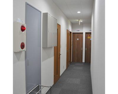 NATULUCK大宮東口店 小会議室の入口の写真