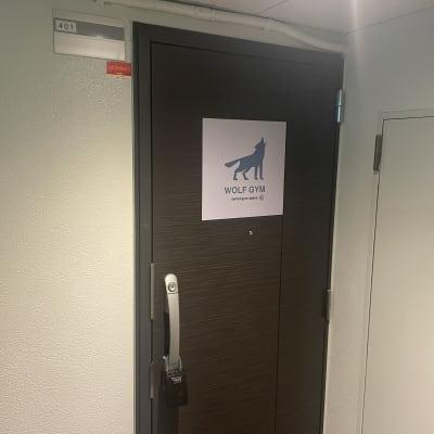 WOLF GYM  レンタルジムの入口の写真