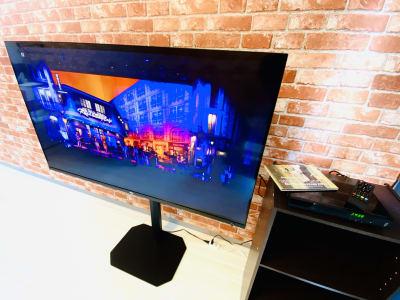 ブルーレイプレイヤーでライブ映像や映画などを大型Androidテレビ(55インチ)でお楽しみいただけます。 - レンタルスタジオBERRY 天神赤坂店(多目的スペース)の設備の写真