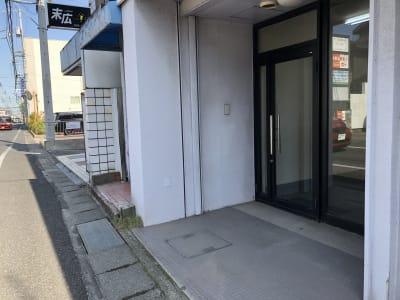 エントランス - am Gallery OHTA 100㎡多目的オープンスペースの入口の写真