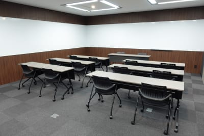 ホワイトボードが、壁に取り付けてあります。ご自由にご利用ください。 - 神田カンファレンス・ルーム セミナールーム5の室内の写真