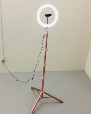 リングライト付き三脚 USB接続にてライトが付きます - Compartimos 1名利用限定プランの設備の写真