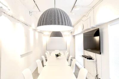 自然光で明るいスペースです。 - feel 浅草 レンタルスペースの室内の写真