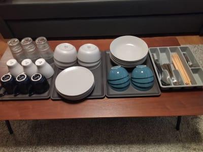 大中小のお皿、小鉢、グラス、マグカップ、カトラリーセット各6人分ご用意 - simasima古馬場の設備の写真