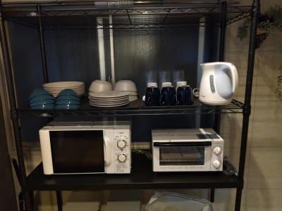 電子レンジ、オーブントースター、電気ケトル、食器は6人前セット - simasima古馬場の設備の写真