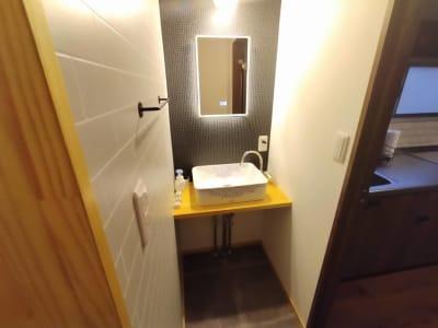 女優ミラー搭載のおしゃれ洗面コーナー - simasima古馬場の設備の写真