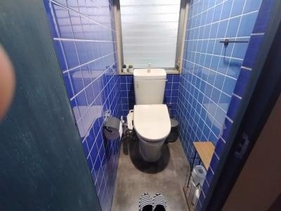 清潔なシャワートイレ装備の洋式トイレ - simasima古馬場の設備の写真