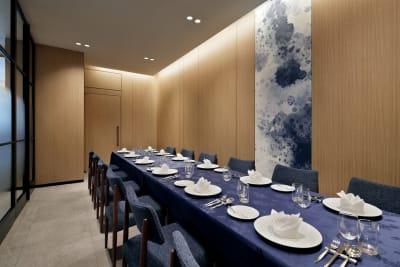 2タイプの個室を完備。 用途に合わせて、幅広くご利用いただけます。 - Alice's Table レストラン個室スペースの室内の写真