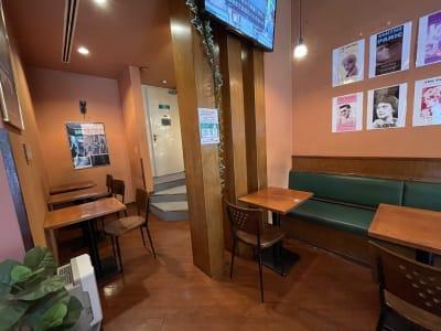 扉の奥がトイレとなります - caféGLOBE 貸切フロア、レンタルキッチンの室内の写真