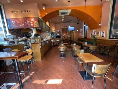 奥行きのあるフロアとなります - caféGLOBE 貸切フロア、レンタルキッチンの室内の写真