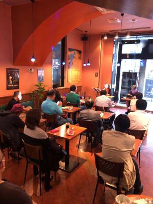 トークショー風景です。 - caféGLOBE 貸切フロア、レンタルキッチンの室内の写真