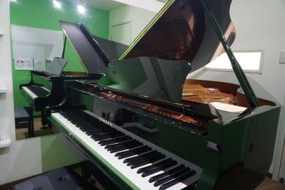 ROOM2 YAMAHA C3  グランドピアノ弾き放題! - エスポワール音樂スタジオ 【二名様~】福岡天神ピアノ貸切の室内の写真
