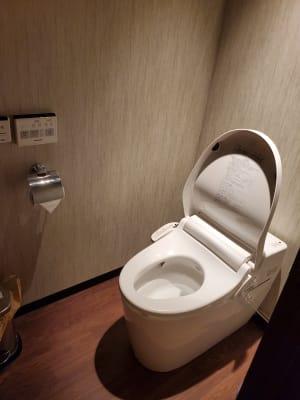 お手洗いもついてます - Transformation ヨガ、ピラティスに最適なスペースの室内の写真