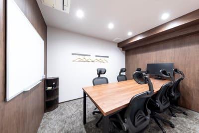 6名様用会議室 - BIZcomfort溝の口 6名用会議室の室内の写真