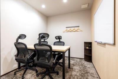 4名様用会議室 - BIZcomfort溝の口 4名用会議室の室内の写真