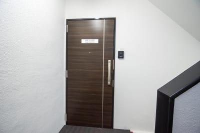 【ONLY ONE TIME】 オンリーワンタイムオフィスF5の入口の写真