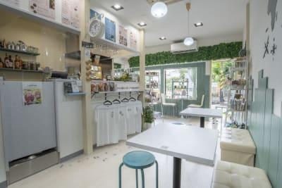 1Fのカフェスペースも予約可能です。 - WEP.creative  イベントスペースの室内の写真
