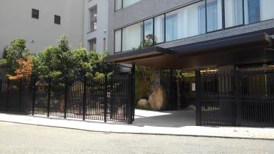 ホテル博多中洲イン ホテルの屋外テラス(屋根付き)の入口の写真