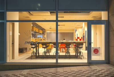 外観(夜) - ハイタッチ カフェ貸切レンタルスペースの室内の写真