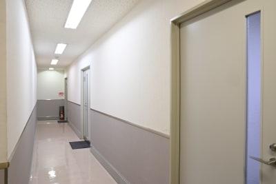 BIZ-POINT ICビル会議室の入口の写真