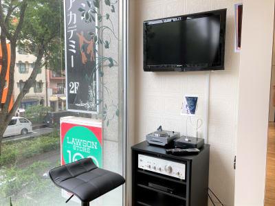 オーディオ機器、TV、B-ray・DVDプレイヤーご自由にご利用いただけます。 - オダケイジダンスアカデミー ダンススタジオの設備の写真