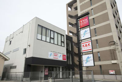 KDビル建物全体です。このビル3階にTYK STUDIOがあります。 - TYK STUDIO 【Aスタ】スタジオ、貸し会議室の室内の写真