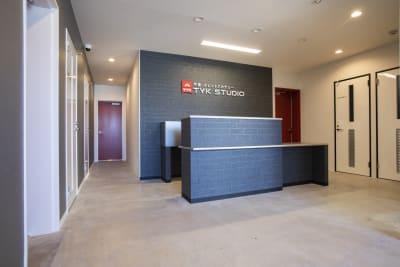 フロントです。 - TYK STUDIO 【Aスタ】スタジオ、貸し会議室の入口の写真