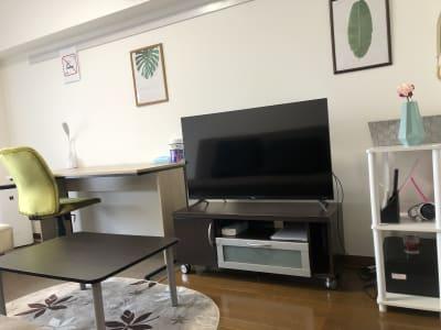 43型テレビ Netflix見放題 - レンタルスペースE.U.B 多目的スペース7の室内の写真