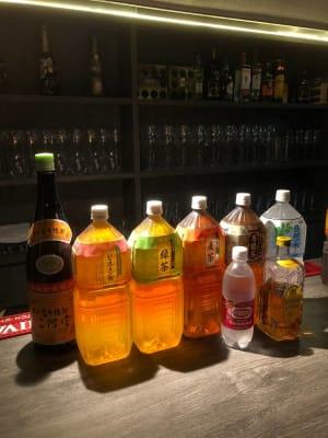 フリーのアルコールとソフトドリンク - 宴会場 芋場六本木 3階の室内の写真