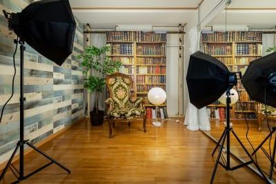 背景を色々変えれるミニスタジオで撮影会ができます - プレテコフレ天保山 駅前レンタルスタジオの室内の写真
