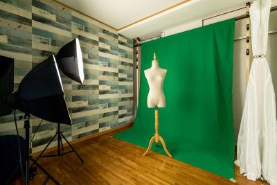 トルソーをご用意しています(高さ調節・パンツorスカート対応可) - プレテコフレ天保山 駅前レンタルスタジオの室内の写真