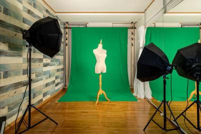 レディーストルソー、照明など無料でご利用頂けます - プレテコフレ天保山 駅前レンタルスタジオの設備の写真