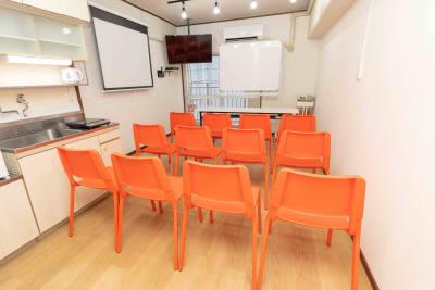 レンタルスペース博多駅前 博多駅前レンタルルームの室内の写真