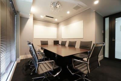 感染予防済綺麗で安い完全個室8名 会議/面接/スクール/WSの室内の写真