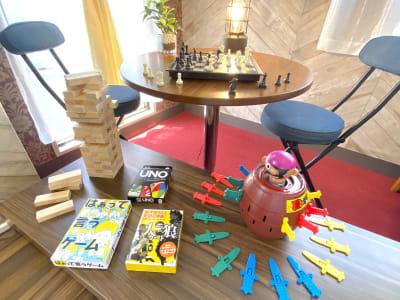 ボードゲームあります! (黒髭危機一髪、ジェンガ、チェス、UNO、人狼カード、はぁって言うゲーム) - カトルズ@名駅 レンタルスペースの設備の写真
