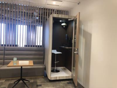 名古屋会議室 プライムセントラルタワー名古屋駅前店 テレワークブースの室内の写真
