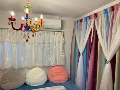 カラフルなシャンデリアやカーテン。 - starship駒川中野 パーティーや撮影会、小規模講座にの室内の写真