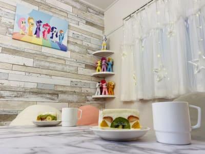 壁面やコーナーシェルフは、普段はこのような装飾ですが… - starship駒川中野 パーティーや撮影会、小規模講座にの室内の写真