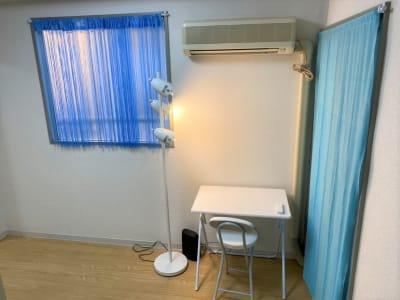 テレワークに。 - THRUSH駒川 大きな鏡のある個人練習用スタジオの室内の写真