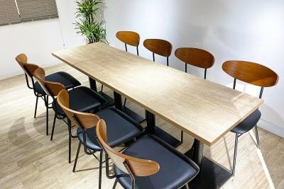 8席ある席を自由に利用 - BILLY's CAFE カフェ貸切の室内の写真