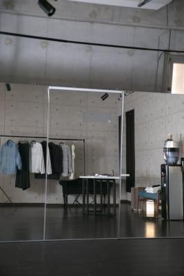 鏡 無料 - アトリエグラフィア ポップアップスペースの設備の写真