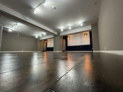 大型ミラー設置 4.3m×1.8m   - レンタルスタジオ@ZUN レンタルスタジオの室内の写真