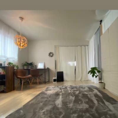 フリースペースと半個室 - ハト薬局 michihiraki  の室内の写真